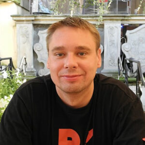 "Wojciech<br><span style=""color: #808c95; font-size: 13px; font-weight: 600;"">partner, analyst, organizer</span>"